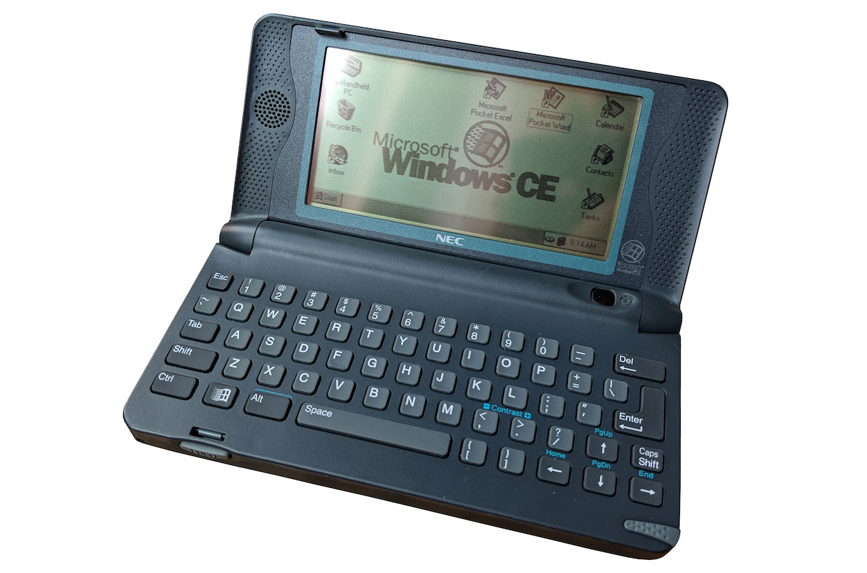 NEC MobilePro 400 with Windows CE 1.0. Source: Dmitry Brant (CC BY-SA 4.0), exempted